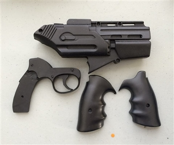 Unfinished Season 1 Bsg Quot Clamshell Quot Pistol Kit